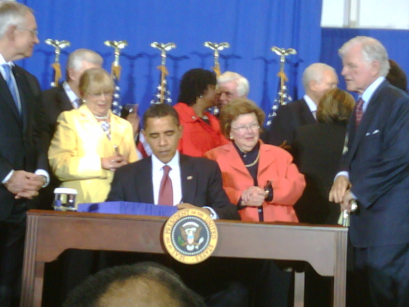 http://americorpsalums.files.wordpress.com/2009/04/obama-bill-signing.jpg