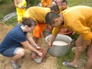 ) IPSL/Concordia University MA-IDS student Sarah volunteers in Thailand