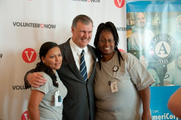 mayor rawlings with americorps members